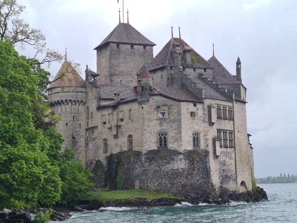 Das Chateau de Chillon ist auch bei schlechtem Wetter ein tolles Ausflugsziel mit Kindern